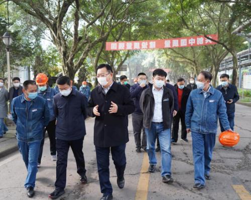 泸州市副市长付小平调研天宇油化公司